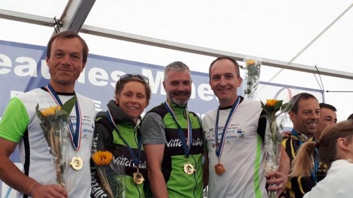 Les triathlètes vittellois, Sébastien Raguet, Sandryne Bonneau, Frédéric Balland et Emmanuel Polèse ont remporté la coupe de France master.