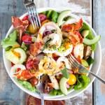 Salade Terre-Mer (Encornets Grillés, Chips de Coppa & Vinaigrette au Sésame Noir)