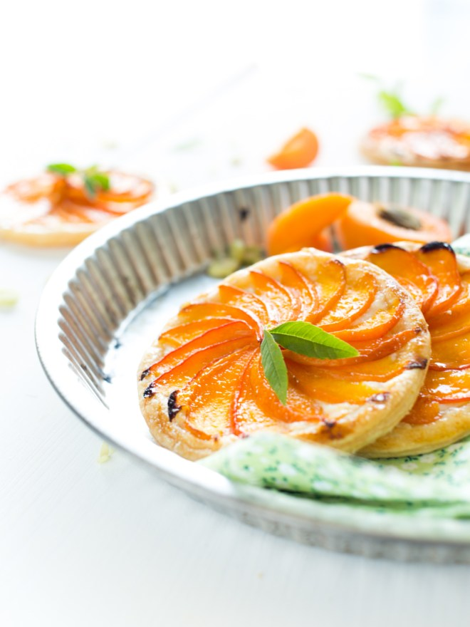 tartelette fine abricot ricotta & citronnelle