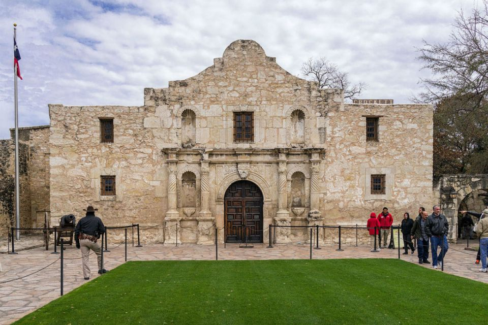 Tourist from around the country come to visit the famous Alamo mission chapel