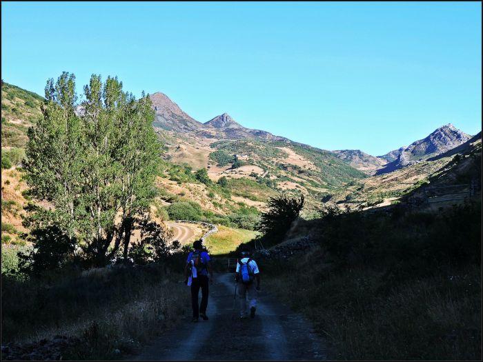 Salida del Lumajo. Al fondo el Pico de La Reigada.
