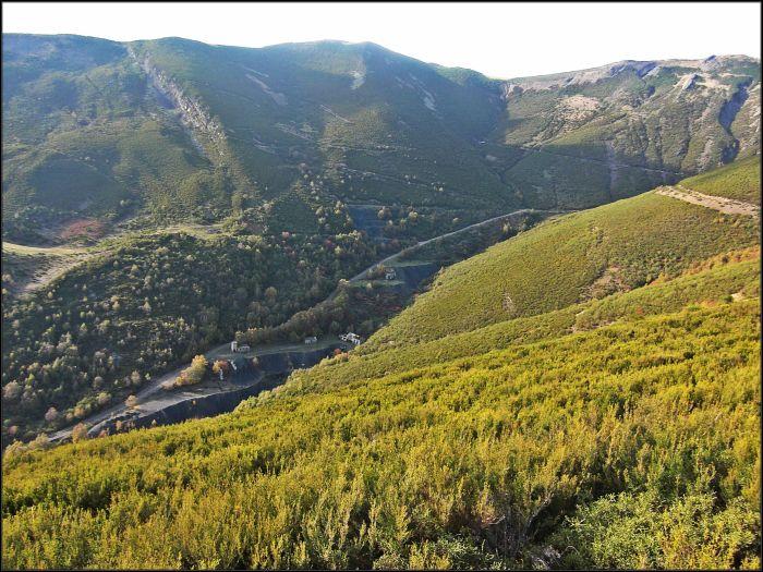 Valle de los Pozos con sus minas de carbón abandonadas