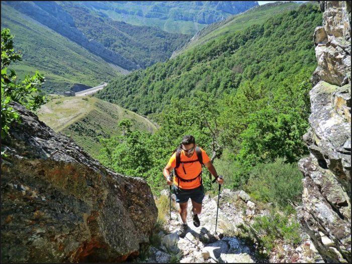 Traspasamos el colladín que da paso al valle de Lavén