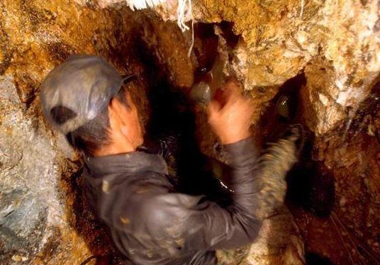 las-farc-explotan-varias-minas-de-oro-para-financiarse-segun-un-diario