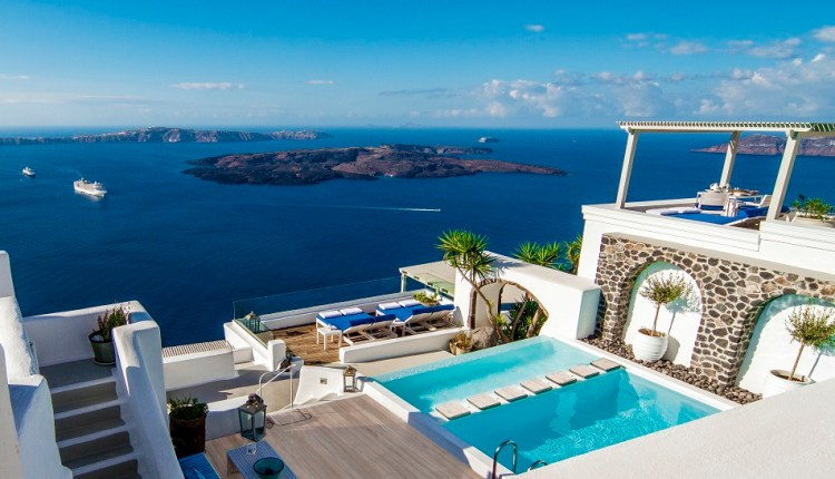 Iconic Santorini named Greece's Leading Boutique Hotel