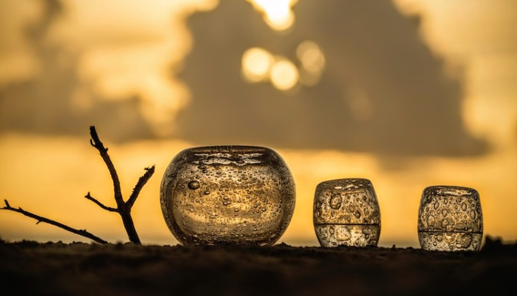 Learn the art of glass casting while relaxing in the Maldives