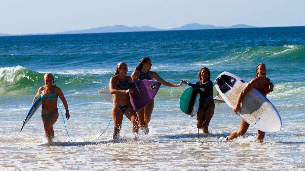 the-byron-at-byron-surfing-retreat-with-jenny-boggis-and-serena-adams