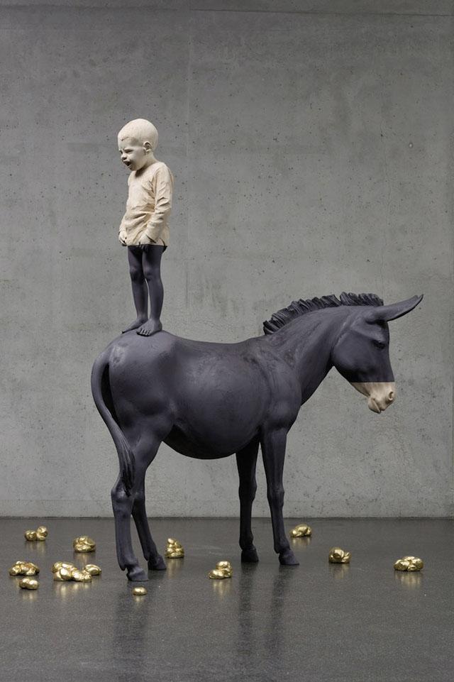 Wooden figure sculptures by Willy Verginer