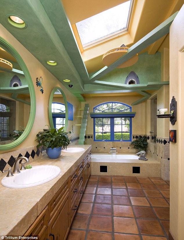 Kitty Paradise Bathroom