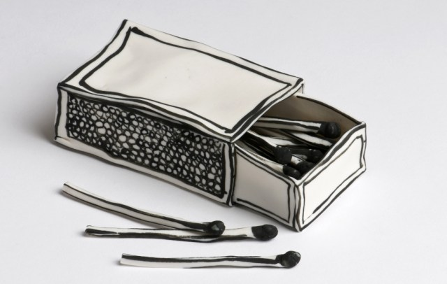 Clever Ceramic Sculptures That Look Like Pen Drawings