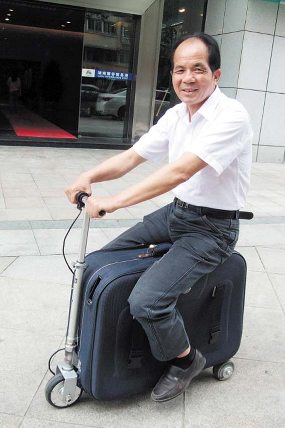 Chinese Farmer Invents a Suitcase Scooter