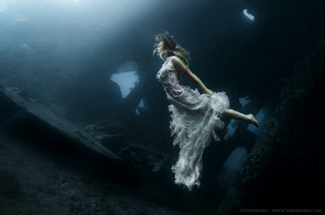 Ethereal Underwater Fashion Photos by Benjamin Von Wong