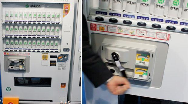 Hand-crank vending machine