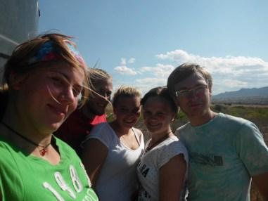 Fünf Freiwillige auf einem Wasserturm
