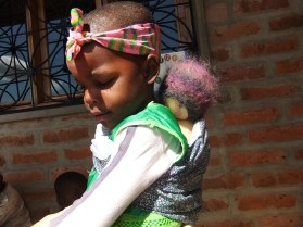 Die kleine Harriet als Mama