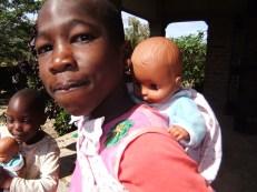 Maurus als Mama verkleidet mit seinem Kind