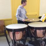 un percussionniste, ancien élève de Salinis