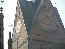 1.1301575729.pentagram-on-a-church