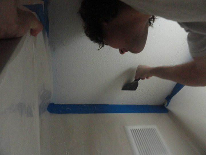 how to clean grease off popcorn ceiling