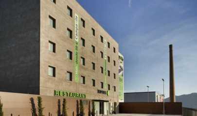 Ce nouvel établissement se trouve également à 3 kilomètres du Musée Picasso et du Parc des Expositions.