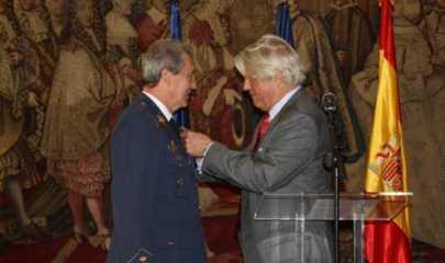 L'Ambassadeur de France, Bruno Delaye, remet la Légion d'Honneur à José Jiménez Ruiz