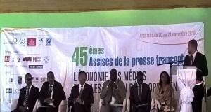 De la gauche vers la droite (Ministre de la communication de Madagascar, Ministre de la communication de Guinée, Présidente de la République de Malgache, président international de l'UPF, Chargé de projet media OIF, Présidente UPF Madagascar