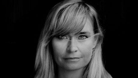 Kaffe kan få Selma Lønning Aarø til å tenke på bestemora, og det liker hun. (Foto: Agnete Brun/CappelenDamm)