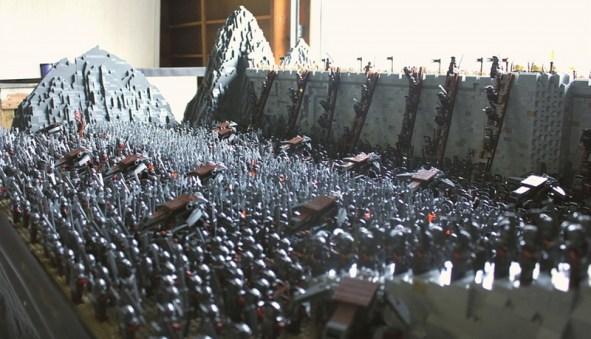 La battaglia del Fosso di Elm ricreata con 150.000 mattoncini e 1700 minifigure