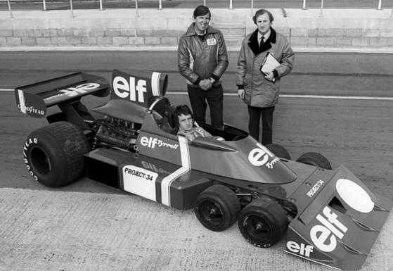 Il pilota Patrick Depailler, il team owner Ken Tyrrell (a sinistra) e Derek Gardner