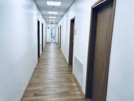 Kaikki majoitushuoneet sijaitsevat samalla käytävällä