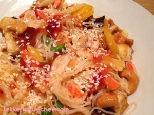 Mihoen met zoetzure saus, cashewnoten en groente