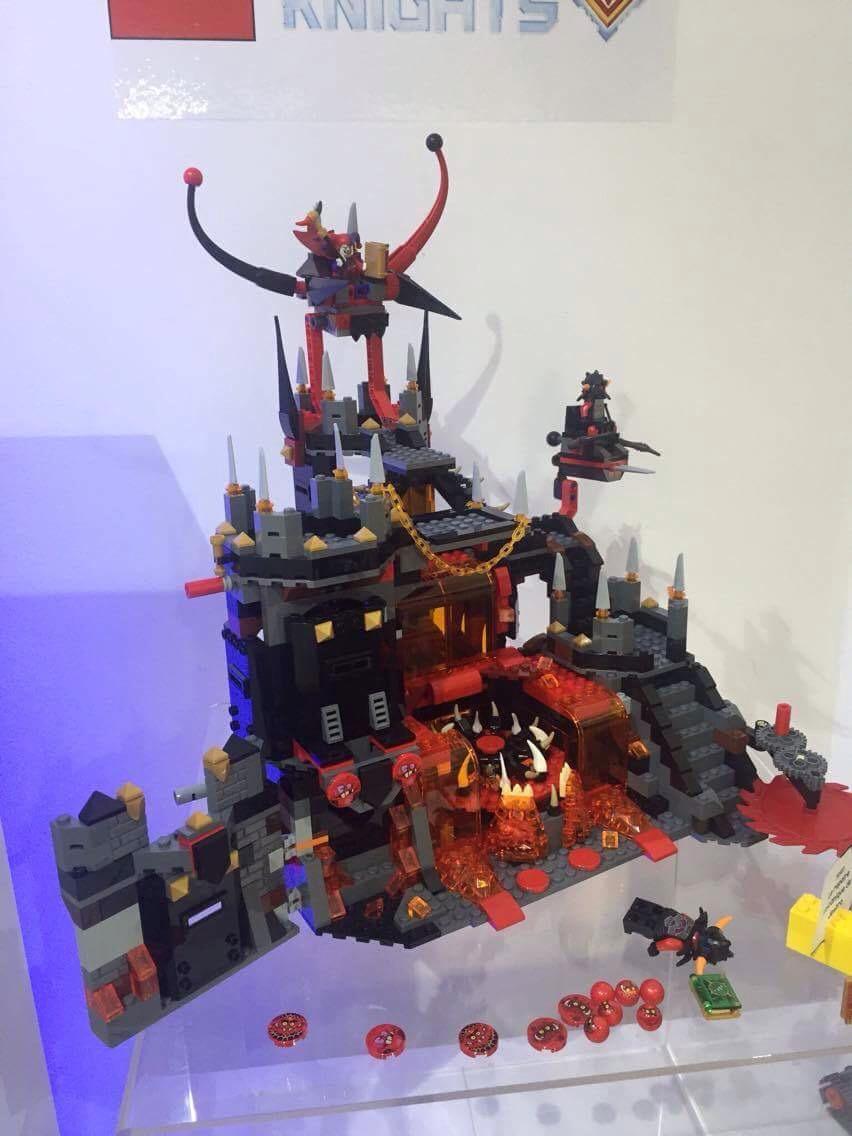 LEGO NEXO KNIGHTS - Le repaire volcanique de Jesto - Référence 70323 (environ 130 €)