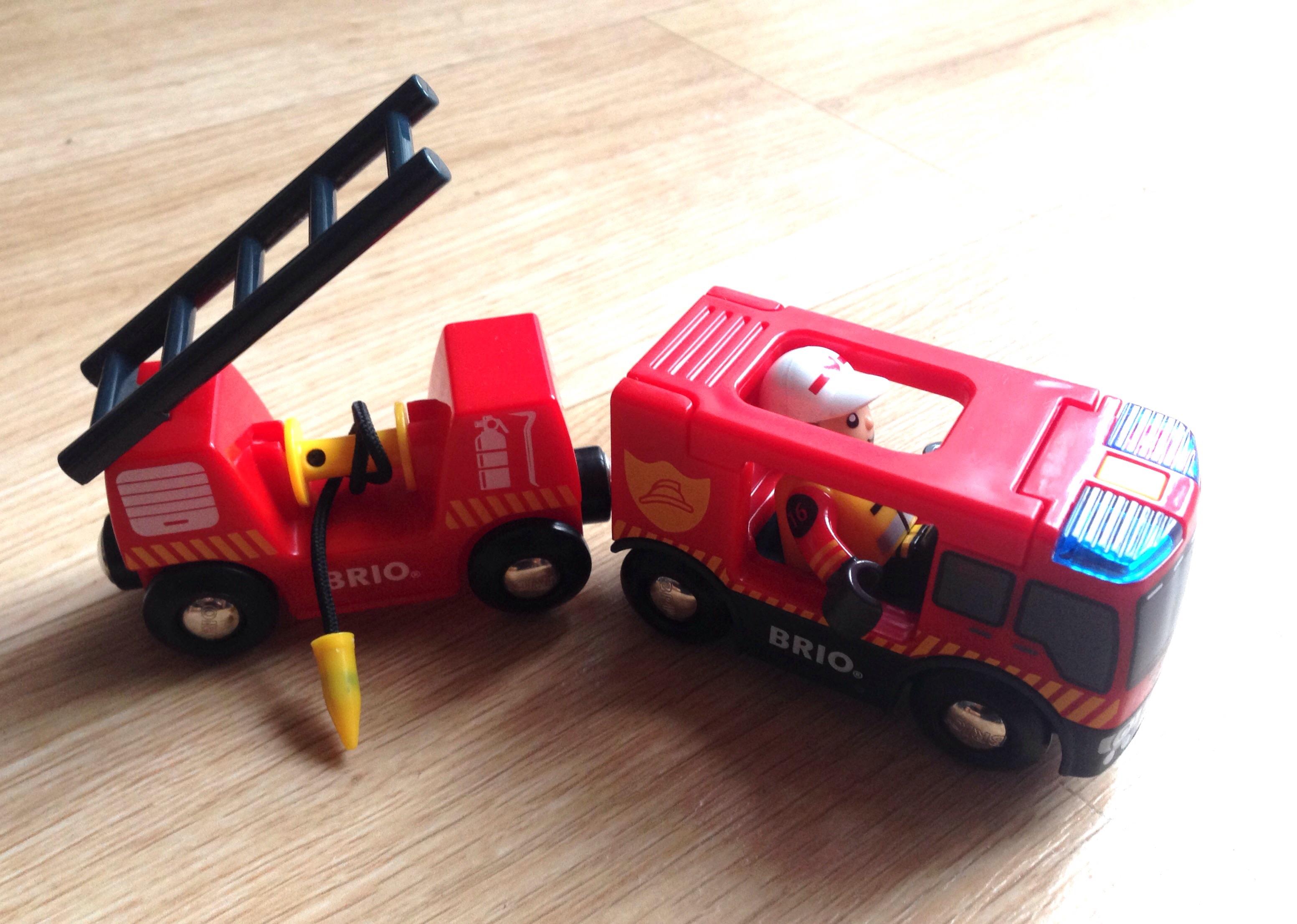 Le camion de pompiers Son et Lumière - Prix : environ 20 €