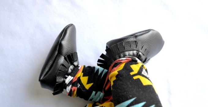 Lil' Papoose Moccasins:  Peek-a-boo pattern {kcw}