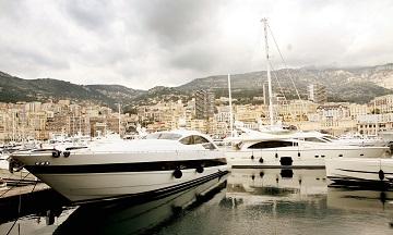 Du thuyền sang trọng neo đậu tại cảng Monte Carlo ở Monaco. (Ảnh: Graeme Robertson / The Guardian)