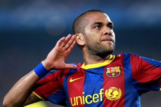 VIDEO-Le-beau-geste-du-footballeur-Daniel-Alves171058