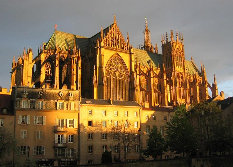 ŒUVRES CHRÉTIENNES DES FAMILLES ROYALES DE FRANCE - (Images et Musique)- année 1870  Cathedrale_metz_2003