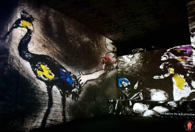Vue d'une illustration de Chagall sur les Fables de la Fontaine exposé sur les Carrières de Lumières des baux de Provence