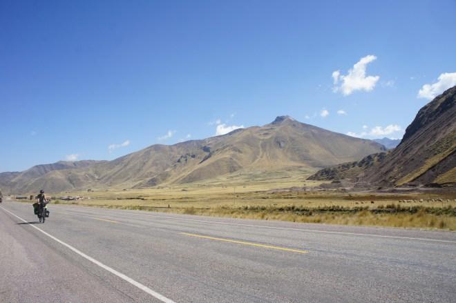 les grandes lignes droites de l'altiplano