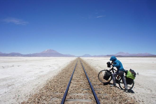 Traversée de la voie ferrée peu après le camp militaire de Chiguana