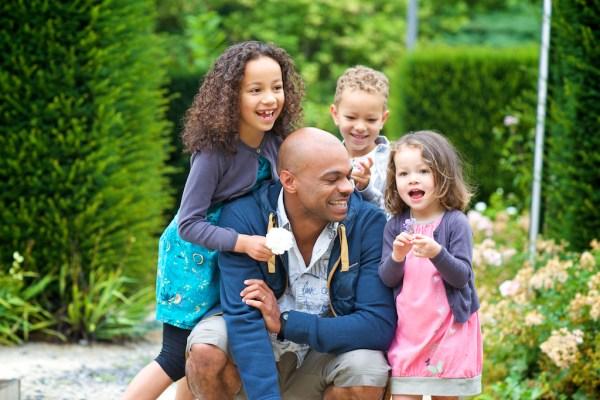seance-photo-famille-dans-la-ville-de-pau-5