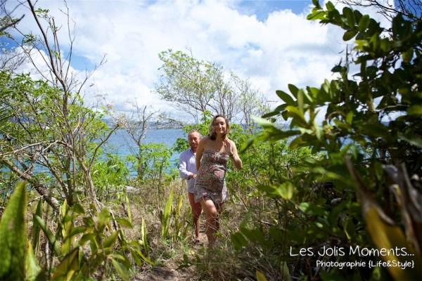 Seance grossesse dans des friches de Martinique 14