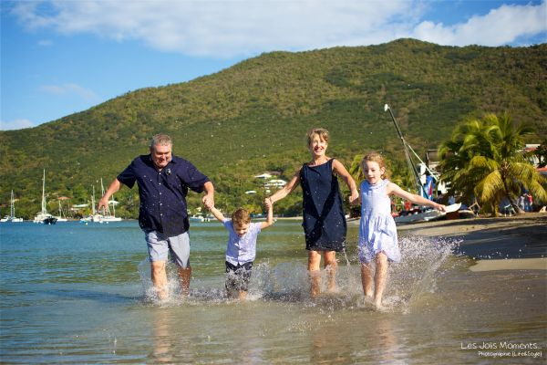 Seance grande famille sur la plage de Grande Anse 17