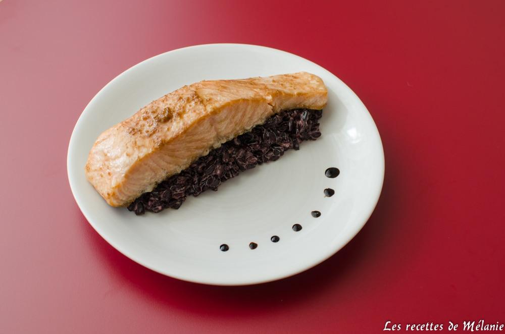 Pavé de saumon mariné accompagné de riz noir à la coco