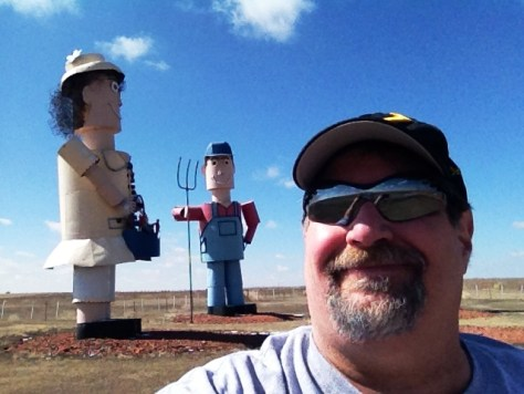 Sumoflam visiting the Tin Family, another large set of metal sculptures on the Enchanted Highway