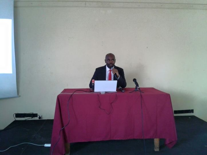 Alberto Oympio pendant la présentation de son analyse du fich