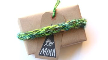 Finger Knit Gift Wrap