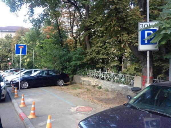 Незаконная парковка в Киеве
