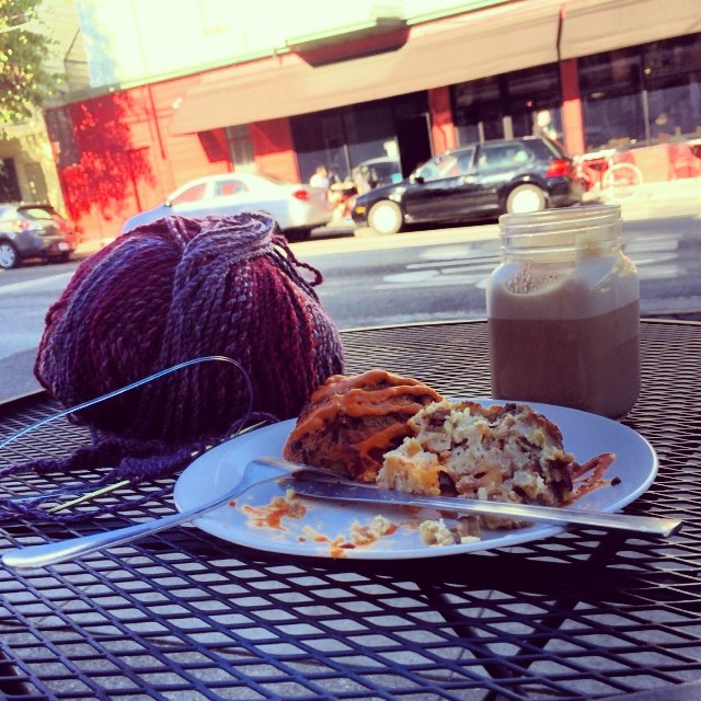 Its only in SF (ok, portland too) that you wake up, walk to a yarn shop, order your skim decafe late with savory vegan bread pudding and enjoy the sun in mid November to get ready for an afternoon in a theater. ( And pretend you are so peaceful, relax, yogi, vegetarian, queer (or queer friendly and all you do is knitting, walk your dog, wine tasting and see plays.) #streetsofsf #sf#lifeisgood