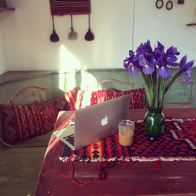 Lazy sunny work from home day #pinolehome #boxesandpoets